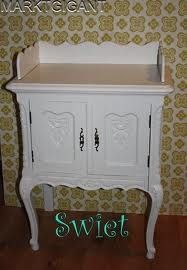 Thee commode.