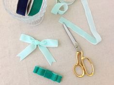 You might've already guessed this, but today we will be making ribbon bows! I LOVE bows. Ribbon Hair Bows, Diy Hair Bows, Diy Bow, Diy Ribbon, Ribbon Bow Tutorial, Hair Bow Tutorial, How To Make A Ribbon Bow, How To Make Hair, Craft It Yourself