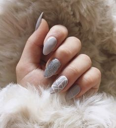 Makeup Ideas & Inspiration Here comes one among the best nail art style concepts and simplest nail art layout for beginners. Enjoy in Photos! Grey Nail Art, Gray Nails, Love Nails, Fun Nails, Grey Art, Best Nails, Neutral Nails, Neutral Colors, Nail Colors