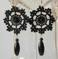 Pendientes de ganchillo de flores color negro