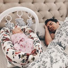 New dads are the best sleepers aren't they? This dad crashes soundly beside his baby girl while she snoozes safely in her Dockatot. The original baby lounger and cosleeper from Sweden. Baby Kind, Our Baby, Baby Love, Baby Girl And Dad, Baby Baby, Diy Bebe, Baby Supplies, Baby Needs, Baby Registry