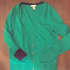 Bright-Kelly green banana republic cardigan Really soft cozy cardigan with Gold buttons and if you fold the sleeves its navy blue on the inside of sweater. Really well made from Banana Republic size Large! The color is what really makes the sweater stand out! Banana Republic Sweaters Cardigans