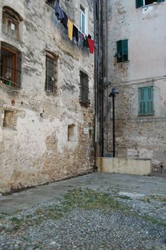 Ventimiglia (IM) Piazzetta delle Erbe http://ift.tt/29JyqQB