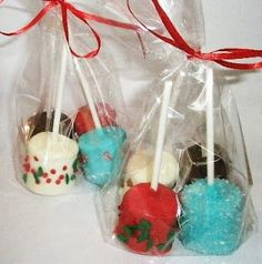 You will need: *melting chocolate (white & milk in any colors you want) *Christmas sprinkles *Marshmallows *lollipop sticks (small or . Christmas Cake Pops, Christmas Sprinkles, Christmas Food Gifts, Christmas Cooking, Christmas Goodies, Christmas Candy, Kids Christmas, Holiday Desserts, Holiday Treats