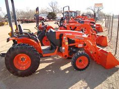 tiny kabota tractor perfect farm stuff pinterest tractor rh pinterest com Kubota NADA kubota tractor value guide