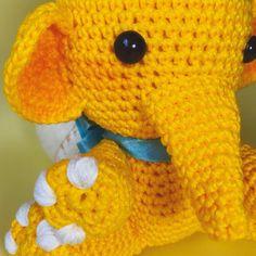 "Amigurumi d'amour 🧸 no Instagram: ""[SORTEIO] PARABÉNS @leeo_silvva! 😍🎉♥️💖✨ . Oi, pexual! 🐘✨ . Hoje é o #DiaDoAmigurumi ou #AmigurumiDay! 😍🎉 . A principal incentivadora da…"" Dinosaur Stuffed Animal, Crochet Hats, Toys, Instagram, Animals, Prize Draw, Amigurumi, Love, Knitting Hats"