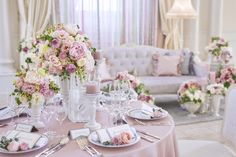 Gold Wedding Colors, Wedding Coordinator, Tablescapes, Pink Flowers, Wedding Ceremony, Table Settings, Gold Weddings, Rose Gold, Table Decorations