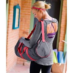 Cute yoga outfit!  I even love the old-school bag.
