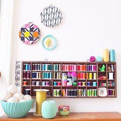 Un atelier de couture coloré chez soi