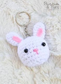 Looking for an easy crochet amigurumi Crochet Keychain Pattern, Crochet Cat Pattern, Crochet Rabbit, Crochet Patterns, Crochet Ideas, Crochet Amigurumi, Amigurumi Patterns, Crochet Dolls, Easter Crochet