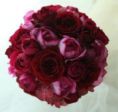 渋谷にあるレガート様へお届けした、秋の深い赤とピンク、大輪の赤はhanabiというバラ、ピンクはイブピアッチェ。新婦様から翌日にメールを頂戴して、許可をい...