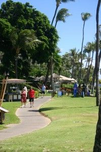 The Ka'anapali Beach walk, which starts at the Hyatt and ends at Black Rock, follows the endless beach on one side and passes many resorts, restaurants and shops on the other.