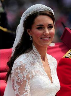 De Halo Scroll tiara - prinses Catherine op haar trouwdag in 2011.