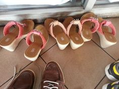 3 orang rakan akrab ini datang ikuti kursus bersama. Seronok lihat kasut-kasut mereka.