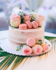 One of our faves recently 😍 It's all about the details on your wedding day ✨ Beautiful Wedding Cakes, Pretty Cakes, Tenerife, On Your Wedding Day, Let Them Eat Cake, Cake Cookies, Barefoot, Cake Toppers, Table Decorations