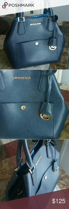 FOR MY SWEET FRIEND SAHAR EUC PRICE IS FIRM COMPLETELY CLEAN NO LONG STRAP TV 250 Michael Kors Bags Shoulder Bags