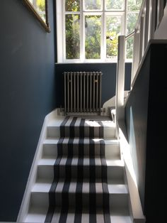 Farrow and Ball Hague Blue walls and Strong White woodwork. Black And White Stairs, Black Staircase, Staircase Ideas, Hallway Ideas, Dark Blue Hallway, Dark Blue Walls, Painting Wooden Stairs, Painted Stairs, Inchyra Blue