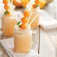 Esta receta de agua de horchata y melon es súper refrescante y natural. No dejes de hacer esta receta tan original.