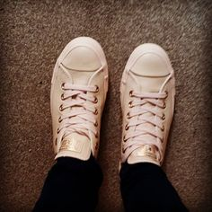 amber light gold converse