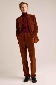 The complete Sandro Fall 2018 Menswear fashion show now on Vogue Runway. The complete Sandro Fall 2018 Menswear fashion show Latest Mens Fashion, Trendy Fashion, Winter Fashion, Fashion Trends, Male Fashion, 70s Fashion Men, Fashion Menswear, Mode Chic, Mode Style