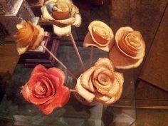 En este video te muestro como aprovechar la cascara de las naranjas para hacer con ella flores y figuras. Facebook: https://www.facebook.com/gustamonton Twit...