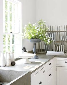 Love white cabinets with the grey concrete counter tops. Concrete Kitchen, Concrete Countertops, Kitchen Countertops, Concrete Sink, Cement Bench, Concrete Color, Kitchen Cabinets, Kitchen Sink, Soapstone Counters