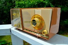 CARAMEL And Cream Mid Century Retro Vintage 1961 Motorola C18W Tube AM Clock Radio Beautiful and Tasty Looking!