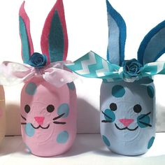 How adorable are these bunny mason jars? The jars come in an assortment of color combinations and if you dont see the color you want, I am HAPPY to custom make them for you in the tones of your choice. Use these as is or fill them with flowers. Put a battery votive in to light them up.