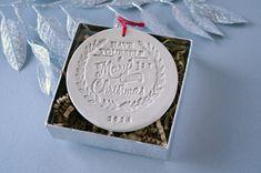 voila une belle idée d'ornement à faire soi même  en pâte polymère ou en porcelaine froide