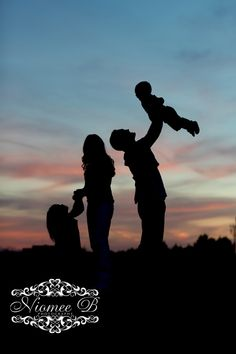 Silhouette of family photography with a little girl and baby boy Kids Birthday Photography, Children Photography, Family Photography, Photography Ideas, Baby Boy Pictures, Family Pictures, Baby Photos, Cute Pictures, Family Picture Poses