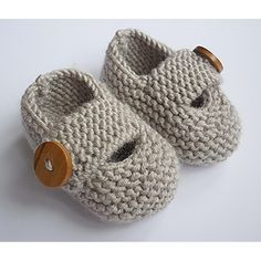 Modern and practical baby shoes knit in double knit weight yarn that will look great on either a boy or a girl. They are knitted flat, entirely in garter stitch, on two needles and are extremely quick and EASY to make.