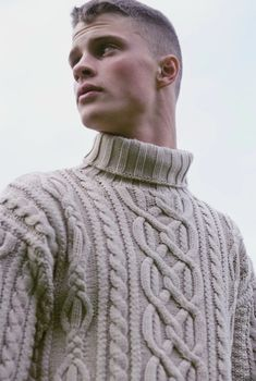 Knitwear Fashion, Knit Fashion, Sweater Fashion, Men's Knitwear, Men's Fashion, Mens Cable Knit Sweater, Men Sweater, Burberry Men, Gucci Men