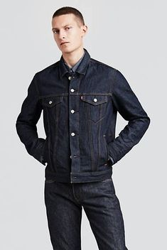 Levi's Trucker Jacket - The original jean jacket since Levi's® iconic Trucker Jackets are fit for anything and made to go the distance. Denim jacket by Levi's Mens Casual Jeans, Men Casual, Denim Jacket Fashion, Levis Jacket, Denim Outfit, Denim Look, Men's Denim, Mode Jeans, Outerwear Jackets