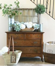 How to Do Rustic Home Decor With Wooden Furniture? – Rustic Home Decor Country Farmhouse Decor, Farmhouse Style Decorating, Modern Farmhouse, Farmhouse Ideas, Vintage Farmhouse, Decoration Entree, Diy Home Decor, Room Decor, Foyer Decorating