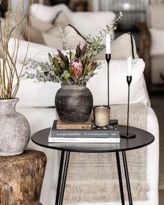Roshni Rao (@raoros) • Instagram photos and videos Home Living Room, Living Room Decor, Küchen Design, House Design, Table Cafe, Home Decoracion, Decorating Coffee Tables, Home Decor Inspiration, Home Interior Design
