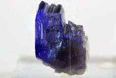 Tantalizing Tanzanite (side view) by bmah
