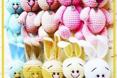 Patrón de Ganchillo Gratis Conejito Amigurumi Baby Gift Hampers, Crochet Patterns Amigurumi, Double Crochet, Burlap Wreath, Free Crochet, Baby Gifts, Dolls, Crochet Disney, Crochet Rabbit