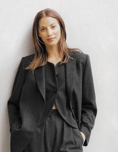 Christy Turlington in Armani's signature suiting. Vintage Outfits, Vintage Clothing, Vintage Fashion, Christy Turlington, Armani Suits, 90s Models, Suit Up, 90s Fashion, Fashion Tips