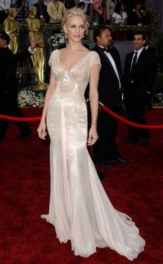 Uma Thurman in Versace at the 2006 Academy Awards