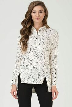 plus size outfits casual,plus size outfits for work,plus size outfits for going out,plus size outfits on a budget Look Fashion, Fashion Pants, Neon Shirts, Metallic Blouses, Casual Tops For Women, Elegant Outfit, Modest Fashion, Chic Outfits, Blouse Designs