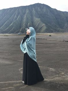 Muslimah is a queen 🧕🏻 Loc : Bromo, Indonesia
