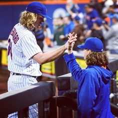 It's your turn. ✋️ @nsyndergaard to deGrom, probably. #LGM