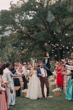 casamento rústico ao ar livre Funny Wedding Photos, Vintage Wedding Photos, Wedding Pics, Wedding Shot, Vintage Weddings, Sunset Wedding, Boho Wedding, Dream Wedding, Wedding Designs