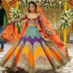 25 Trendy Lehenga designs for Navratri & Garba 2019 - Buy lehenga choli online Indian Bridal Outfits, Indian Bridal Lehenga, Pakistani Bridal Dresses, Indian Bridal Wear, Indian Designer Outfits, Indian Dresses, Pakistani Mehndi Dress, Wedding Lehnga, Wedding Wear