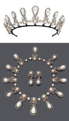 The tiara and necklace of 8th Duchess of Roxburghe. Featuring twelve large pear-shaped pearls set in diamond loops, each supported by a button pearl in a diamond floral motif. As the bottom image shows, it also came with matching ear pendants.