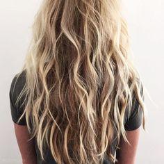 hair hair waves 6 Looks All Girls With Medium Beach Hair Color, Beach Blonde Hair, Beachy Hair, Beach Wave Hair, Long Beach Waves, Beach Waves Long Hair, Messy Blonde Hair, Beach Perm, Mermaid Hair Waves