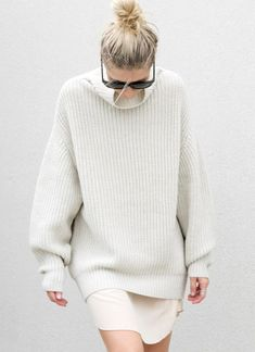 Now is the time to pull out your pullovers, high necks and knitwear. Yes, ladies. We are well and truly in Sweater Weather. Looks Street Style, Looks Style, Style Me, Mode Chic, Mode Style, White Fashion, Look Fashion, Woman Fashion, Fashion Kids