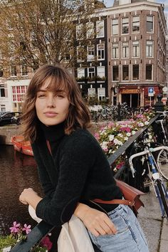 5 Best Free Classes For Photography! Estilo Dakota Johnson, Mode Instagram, Look Fashion, Fashion Outfits, Style Parisienne, Peinados Pin Up, French Girl Style, Grunge Hair, Hairstyles With Bangs