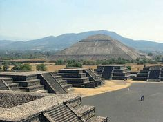 Estado de Mexico, San Juan Teotihuacan, Teotihuacan Archeological Zone, Pyramide of the Sun and buildings on the Avenue of the Dead - Photo ...