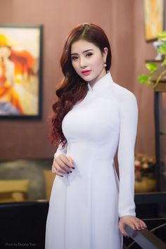 Best 7 Gorgeous young lady in a Vietnamese long dress and beautiful long hair Vietnamese Traditional Dress, Vietnamese Dress, Traditional Dresses, Beauty Full Girl, Beautiful Asian Women, Sexy Asian Girls, Pakistani Dresses, White Girls, Asian Woman